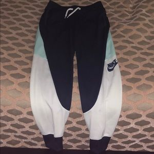 NWOT Nike woman's sweatpants